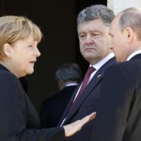 Crisi Ucraina, Merkel a Kiev. Battaglia a Donetsk: due civili morti