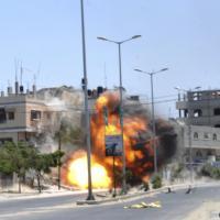 Gaza, raid aereo: fotosequenza della casa rasa al suolo