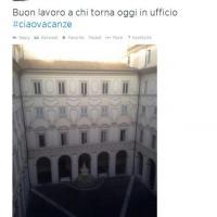 Renzi su Twitter: bentornati al lavoro #ciaovacanze