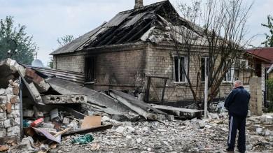 """Kiev: """"Blindati russi violano confine""""   vd   Scontri con esercito in zone dei ribelli"""