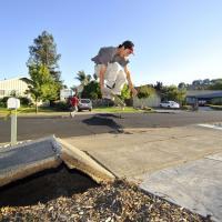 Sisma in California, in skate sulle strade disastrate