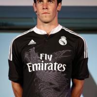 Real Madrid, un dragone per la Champions: la maglia è nera