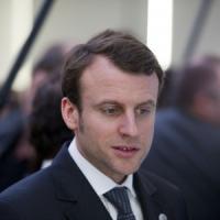 Francia, nasce il nuovo governo Valls: Macron all'Economia