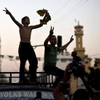 """Gaza, si festeggia l'inizio della tregua: """"Ora la ricostruzione"""""""