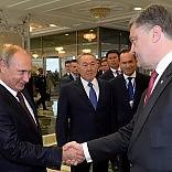 """Ucraina, Putin e Poroshenko  """"Riprendiamo dialogo per la pace""""   video   Ma Kiev denuncia: blindati di Mosca nei nostri confini"""