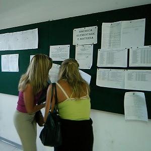 Scuola, svolta sui precari: subito l'assunzione per 100 mila insegnanti