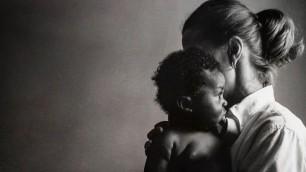 Genitori sospesi: le mamme raccontano l'attesa di un figlio adottivo    foto