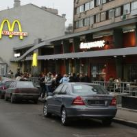 Guerra degli hamburger, McDonald's fa ricorso contro le chiusure a Mosca