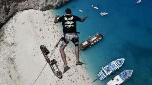 Grecia, arrampicata e tuffo l'impresa dei Dream Walker