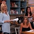 Jennifer e le amiche reunion in casa ''Friends''