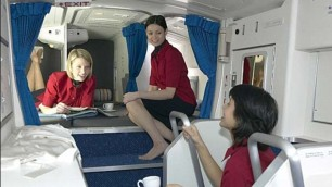 Riposo in volo: dove dormono le hostess