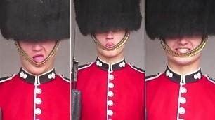 La guardia reale fa le smorfie    Video  Show a Buckingham Palace