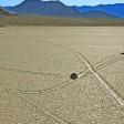 Le rocce che camminano Svelato il mistero nel deserto