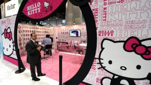 Hello Kitty, compie 40 anni   video   e rivela: 'Non sono un gattino'