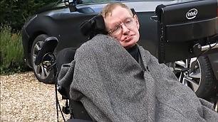 Hawking, la doccia è commovente ''I miei figli la fanno per me''