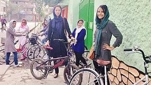 La rivoluzione su due ruote delle donne afgane   Video   -       Foto    di PAOLA RICHARD