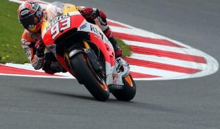 MotoGp, Gp Inghilterra, pole di Marquez, Rossi solo sesto