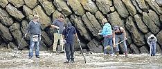 Folkestone, seppellisce lingotti d'autore e sul lido si scatena caccia all'oro -  foto