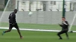 Pallonetto e dribbling I primi due gol di Balo al Liverpool