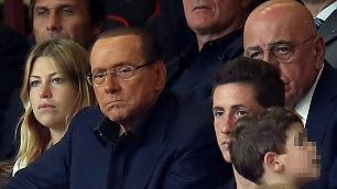 Berlusconi a S. Siro con gli occhiali