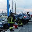Parcheggio sbagliato il Suv in bilico sul molo