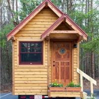 Case in miniatura con tutti i comfort: nascoste nei boschi e in città