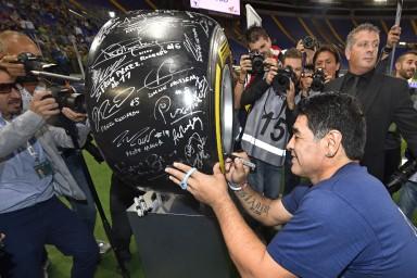 Sulla Gomma F1 Pirelli anche le firme di Maradona e altri campioni