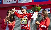Quintana cade nella crono Contador in maglia rossa