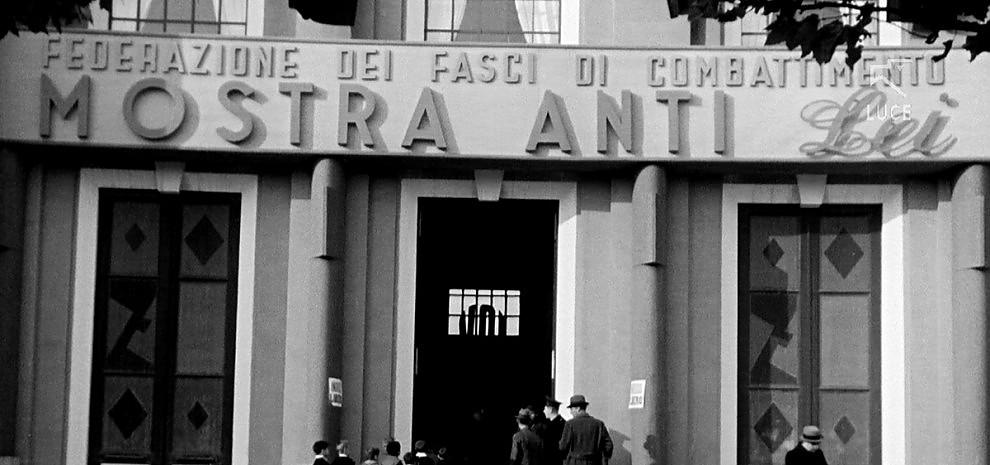 """Venezia, quando il Duce gridava """"Me ne frego!"""": viaggio in un'Italia dimenticata e ridicola"""