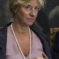 """Emergenza sbarchi,  Pinotti: """"Nessun caso tbc tra militari"""". Grillo attacca: """"Voli low cost da Lampedusa"""""""