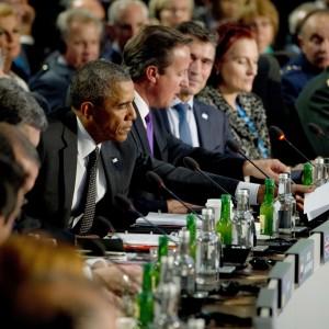 """Vertice Nato, l'annuncio di Poroshenko: """"Domani firma cessate il fuoco"""". Usa e Ue divisi su sanzioni a Mosca"""