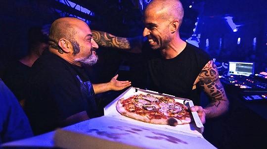 """Party People Ibiza"": da Sinclar a Hawtin, i dj e le notti più calde d'Europa"