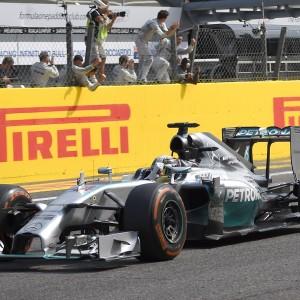 F1, Hamilton conquista il Gp di Monza nel giorno della disfatta Ferrari