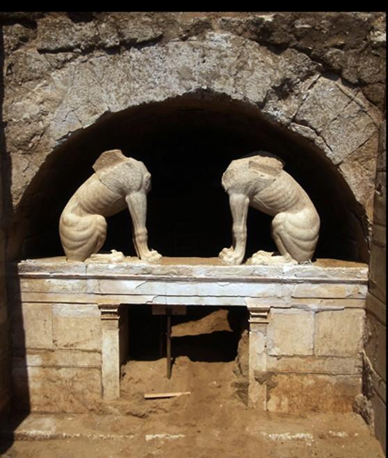 Grecia, le due cariatidi di Alessandro Magno: scoperta nella tomba di Kasta