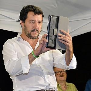"""Lega, Salvini annuncia un autunno verde: """"Faremo resistenza fiscale"""""""