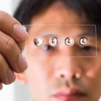 La piccola lente che trasforma lo smartphone in microscopio
