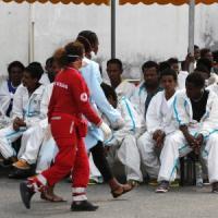 Ragusa, sbarcano sulla spiaggia 110 migranti afghani