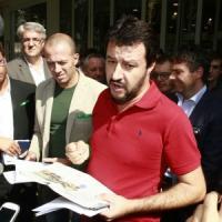 """Salvini: """"Se Renzi mette mezza tassa in più, a Roma con bastoni"""""""