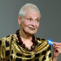"""Scozia, le modelle di Vivienne Westwood in passerella per il """"sì"""""""