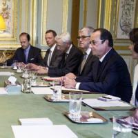 Stato islamico, accordo alla conferenza di Parigi: via libera ad aiuti militari all'Iraq