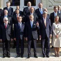 Is, conferenza Parigi: l'unica donna è Federica Mogherini