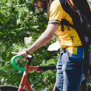 """Roland e la sua impresa su due ruote: """"Lavorare pedalando rende felici"""""""