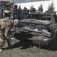 Afghanistan, attentato kamikaze nel centro di Kabul: 3 militari morti