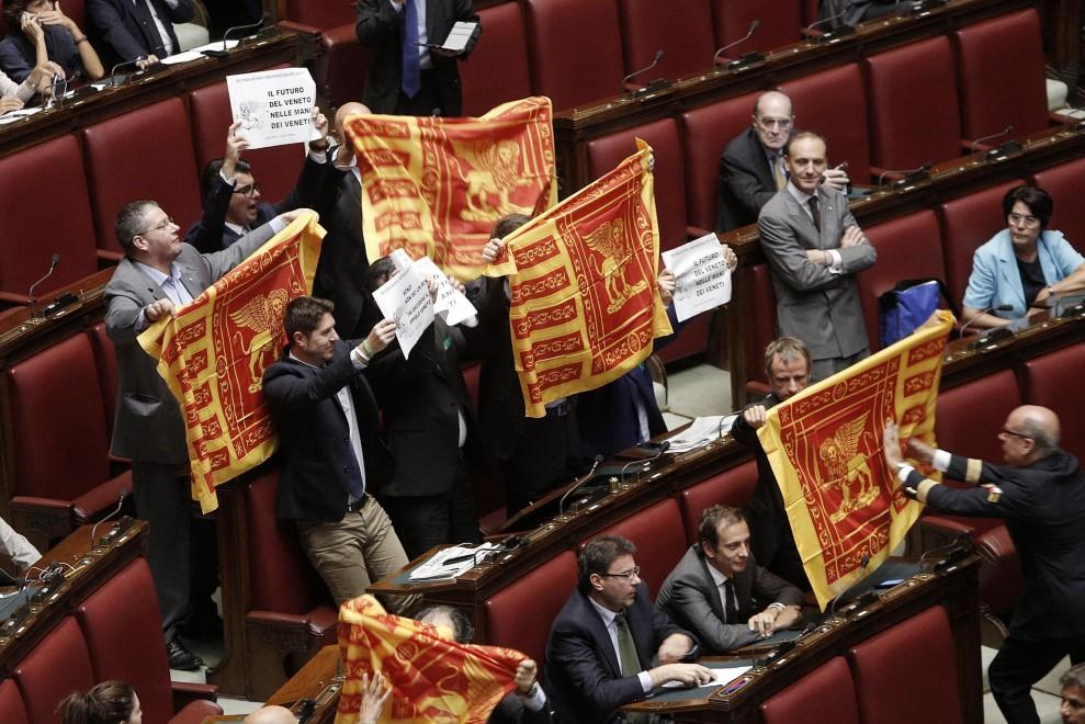 Camera, protesta Lega in aula: ''Futuro del Veneto nelle mani dei veneti''