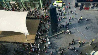 Londra, falso allarme per pacco sospetto:  in fuga da metro e centro commerciale
