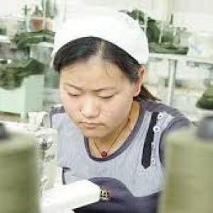 Cambogia, i lavoratori e le lavoratrici del comparto tessile chiedono un salario dignitoso