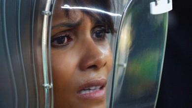 The Extant, antologia tv di Spielberg e Halle Berry è incinta di un alieno   foto
