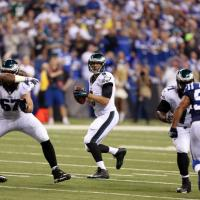 Sproles e McCoy rimontano Luck, Eagles vincenti sui Colts