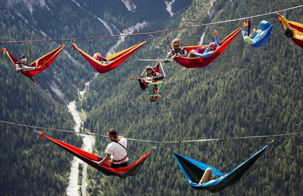 Il riposo degli equilibristi: amache sospese sulle Alpi
