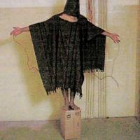 Le immagini delle torture ad Abu Ghraib